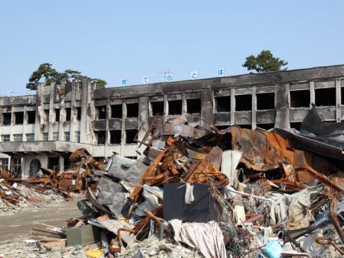 震災で廃墟となった施設