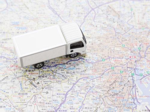 地図とトラック。