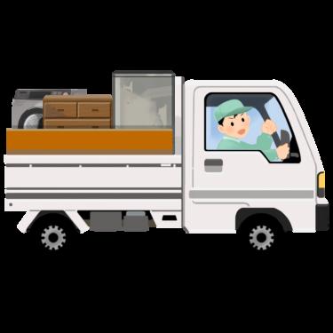 荷物を運ぶ軽トラックとスタッフ
