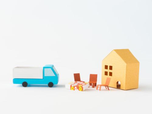 積み込みのために依頼者宅を訪れるトラック