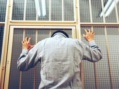 投獄された男性