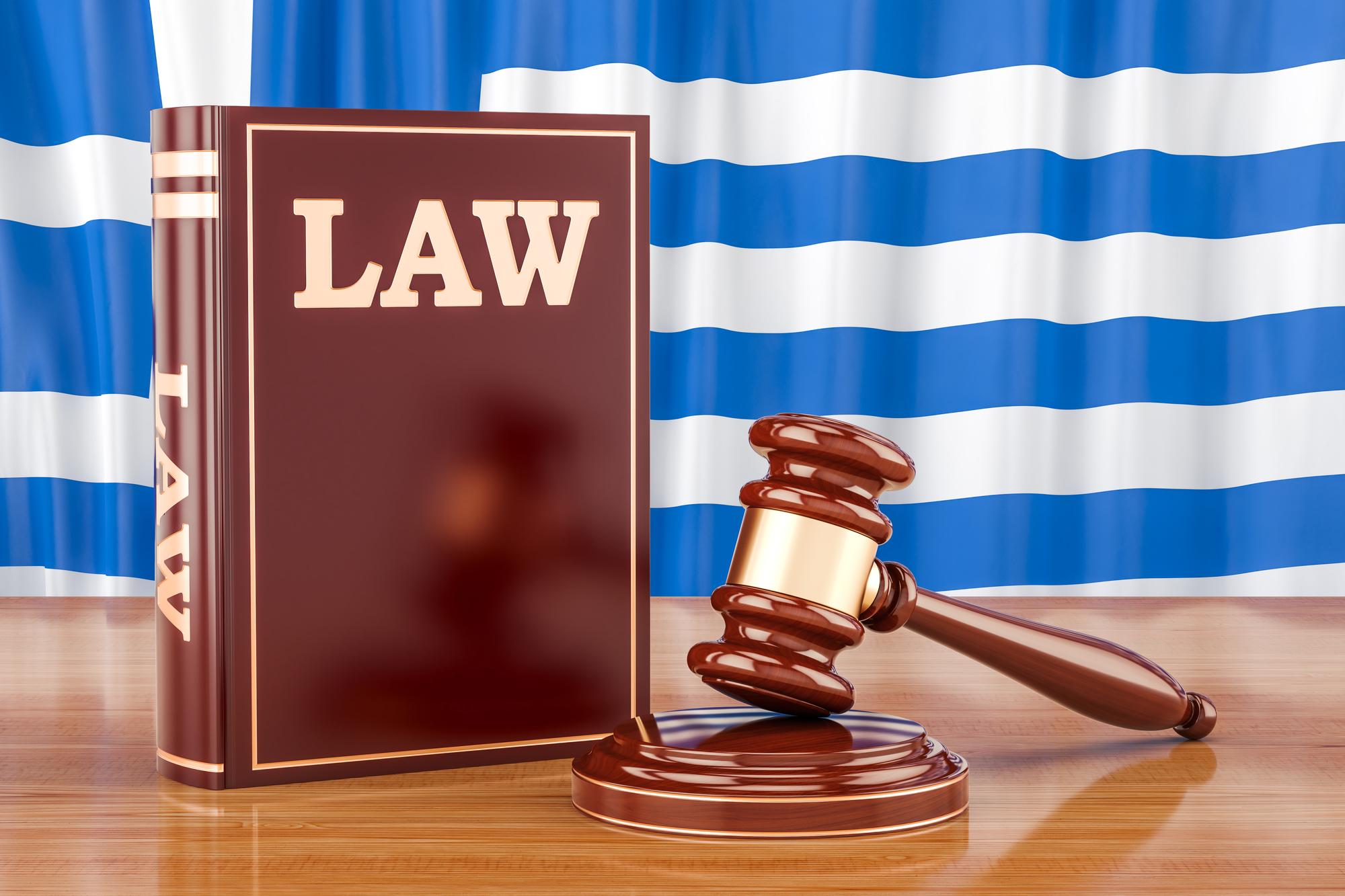 法律の本とガベル