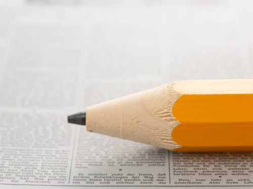 鉛筆と新聞